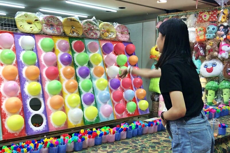 Games-at-night-markets-in-Taiwan.jpg