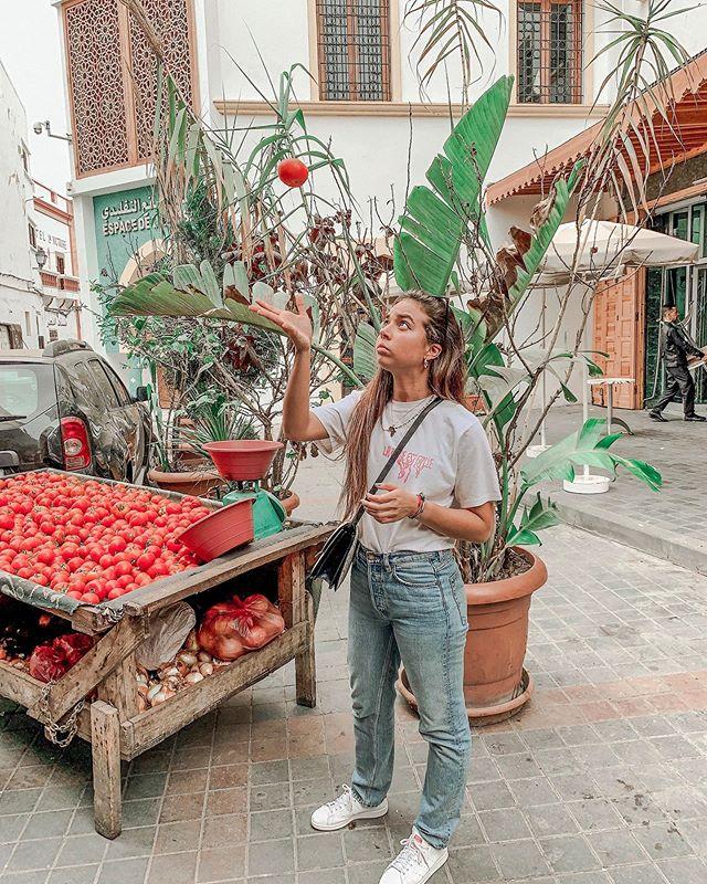 🇲🇦 Are tomatoes fruits or veggies? . . . . . . . . . . . . #هاها #casablanca_ig #moroco #moroccotravel #casablancamorocco #tomatoes🍅