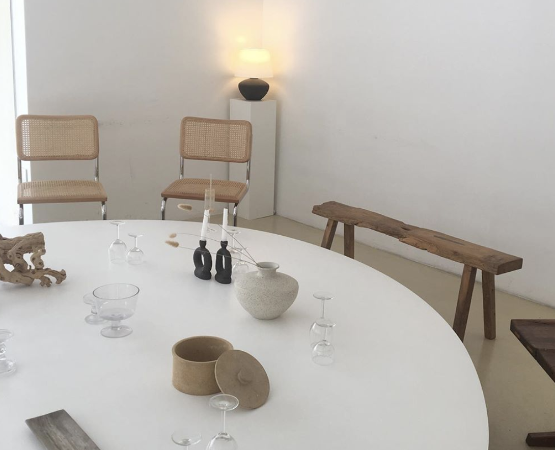 15 Minimalistic White Instagrammable Cafes In Seoul South Korea Dewildesalhab武士