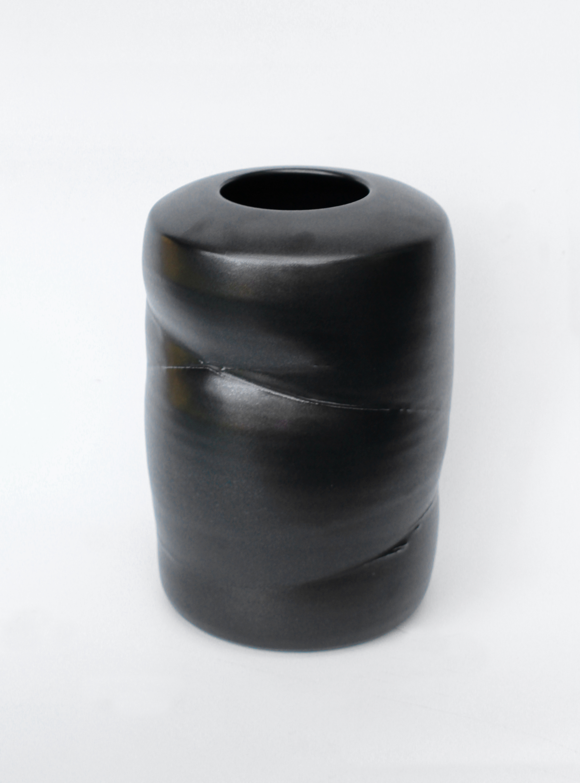 tall_black_string_pot.jpg