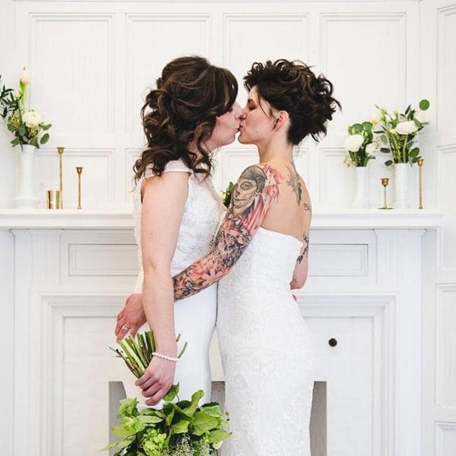 Un baiser pour l'éternité 😘 ⠀ Lieu: @Livart⠀ Papeterie: @imagesetmotscalligraphie⠀ Pâtisserie: @bayardgateaux⠀ Coiffure: @hairby_somaly ⠀ Maquillage: @gabbyvachonmakeup⠀ Décor: @lecoeuretmarieeboheme⠀ Bijoux: @flammeenrose⠀ Tenues: @boudoir1861⠀ Vidéaste: @beau_video⠀ Décor floral: @nomadeatelierfloral⠀ Bouquets: @Binette et filles Fleuriste Marché Jean-Talon⠀ Modèles: @minimi1800 et @v_fit_mom⠀ ⠀ #mariage #mariageboheme #mariagelgbt #mariage2019 #mariagecivil #mariagephotographe #MariageDIY #LGBT #LGBTlove #weddingmontreal #mariagemontreal⠀ ⠀