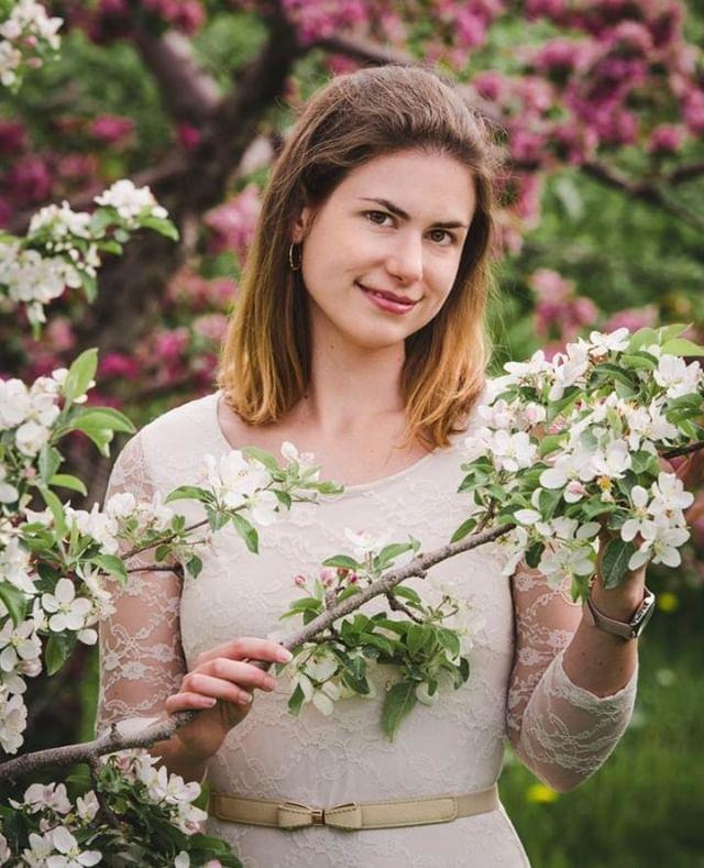 Petite escapade dans les pommiers en fleurs avec la belle Pascale. J'adore les arbres en fleurs! 🌸🌸🌸⠀ N'hésitez pas à communiquer avec moi pour vos questions en matière de session photos! 💫⠀ ⠀ #spring #cute #portrait #nature #bloom #bloomingflower #photography ⠀ #portraits #portraitphotography #ig #art #photooftheday #model #portraiture #photographer #nikon #portraitmood #photoshoot #instagood #vision #fashion #shots #beautiful #picoftheday #life  #portraitpage #beauty #montreal #photographemontreal #montrealphotographer ⠀
