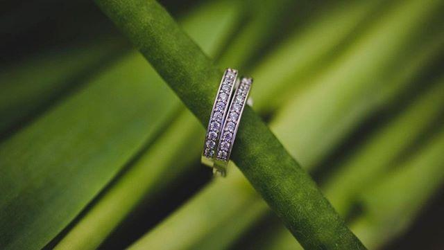 Que pensez-vous de ces petites boucles d'oreilles? Juste pour une petite touche de brillance pour votre mariage ou simplement une session photo avec moi?💎 Toutes en délicatesse 💙 Par @flammeenrose de #montreal⠀ ⠀ #earring #earrings #jewelry #fashion #accessories #jewellery #earringswag #handmade #silver #fashionista #earringsoftheday #style #earringlove#love#fashionblogger #earringstagram #jewellerylover #bridaljewellery ⠀ #weddingphotographer #weddingphotography #wedding #bride #weddingday #weddinginspiration #photography #weddingphoto #weddings #photographer ⠀