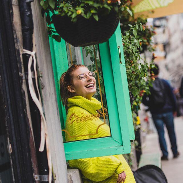 Toujours le temps de manger une crème glacée 🍦 au @lepetitdep ☀️ avec @catdplssis 💛 #oldport #montreal #oldportmtl #quebec #montrealphotographer #redhead #redheadgirl #casualfashion #mode #comfy #smile #rivesud #brossard #photographemontreal