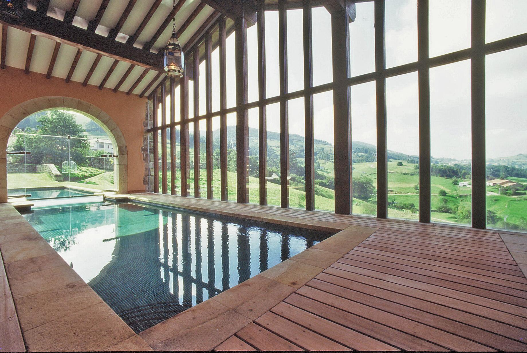 Pabellón y piscina en La Helguera 2 (Cantabria) 1992 2.jpg