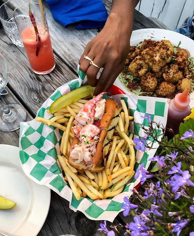 Share a lobster roll with me so I know it's real #relationshipgoals #greyladymtk (📷: @savoreachbite)