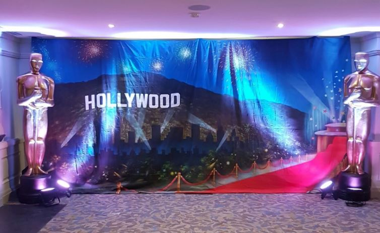 Hollywood backdrop and statues.JPG