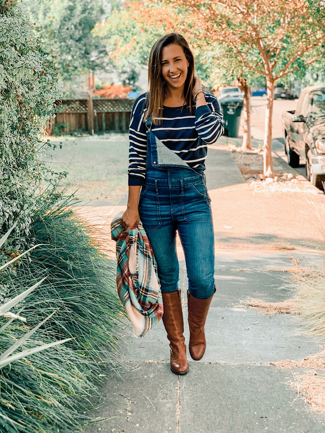 5 ways to style overalls