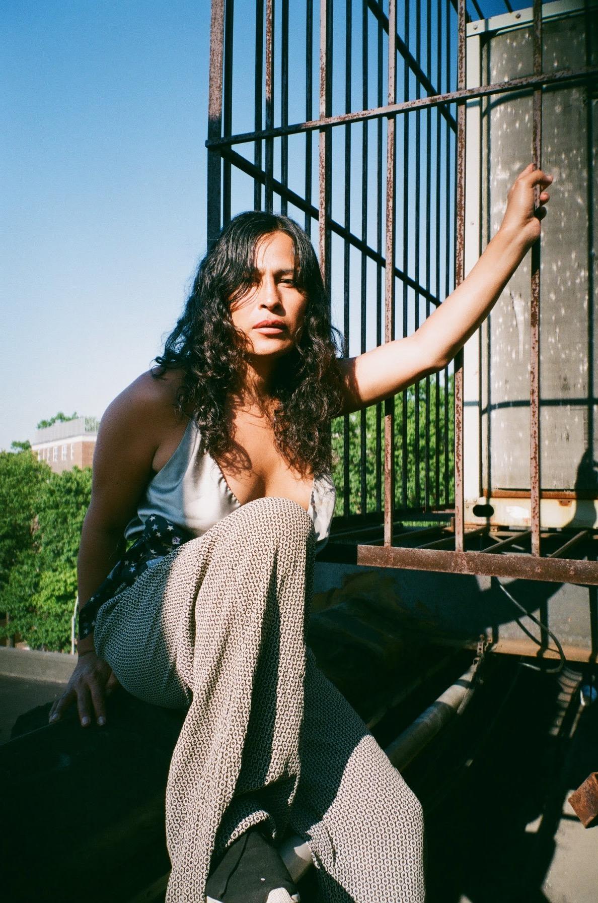 Sofia en el techo 1.jpg