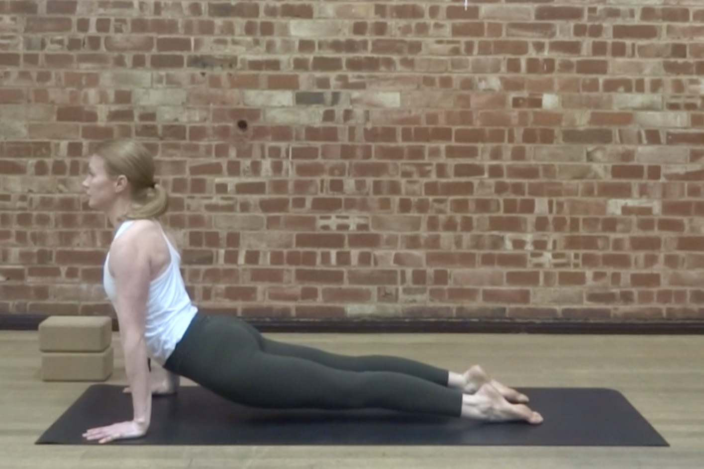 LOWER BACK AND SI JOINT  Strengthen and relieve the lower back and SI joint in this vinyasa flow class.