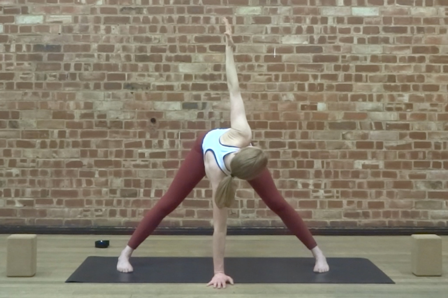 DEEP ABDOMINAL WORK AND SPINAL TWISTS  Discover your deep abdominal muscles and rinse out the spine in this vinyasa flow class.
