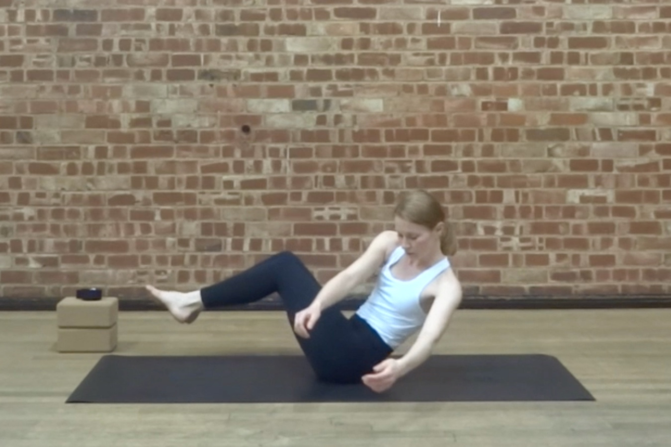 OBLIQUES  Get into your side body - a vinyasa flow to build strength, stability and flexibility for your oblique muscles.