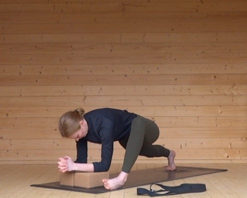 The non-bendy athlete series - The perfect course for those who can't touch their toes! This series includes 6 classes that work on areas of the body that are typically tight and/or weak. Perfect for beginners, these classes aim to stretch, strengthen and stabilise.