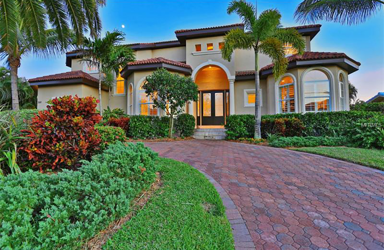 SOLD:  Country Club Shores, Longboat Key. $2,100,000