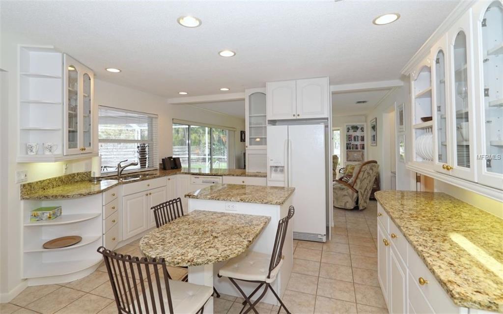 5440 Azure way kitchen 2.jpg