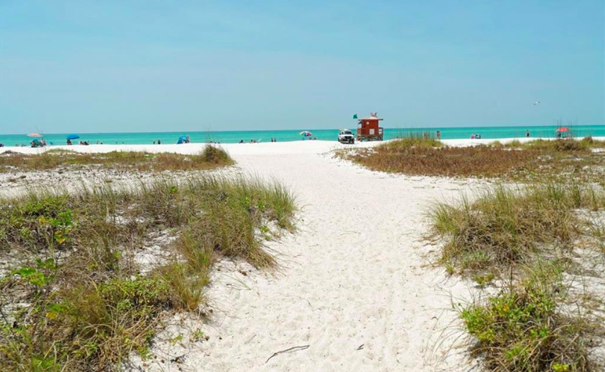 Walkable to the sands of beautiful Lido Beach