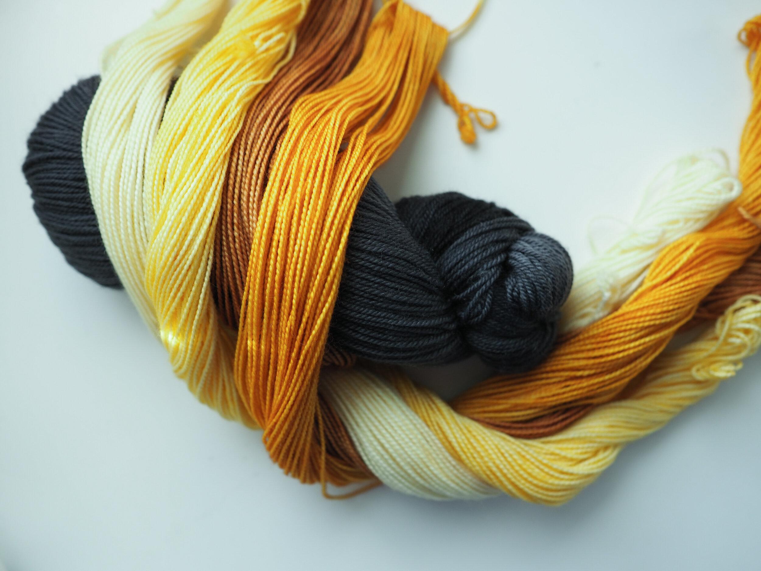 Crow Soft MCN & keltasävyisiä Super Merino - sukkalankaminejä