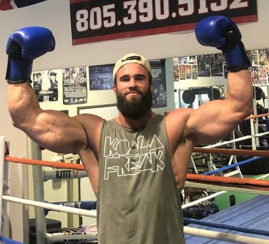 Calum Von Moger in the House, great to see Calum with a pair of gloves on smashing it