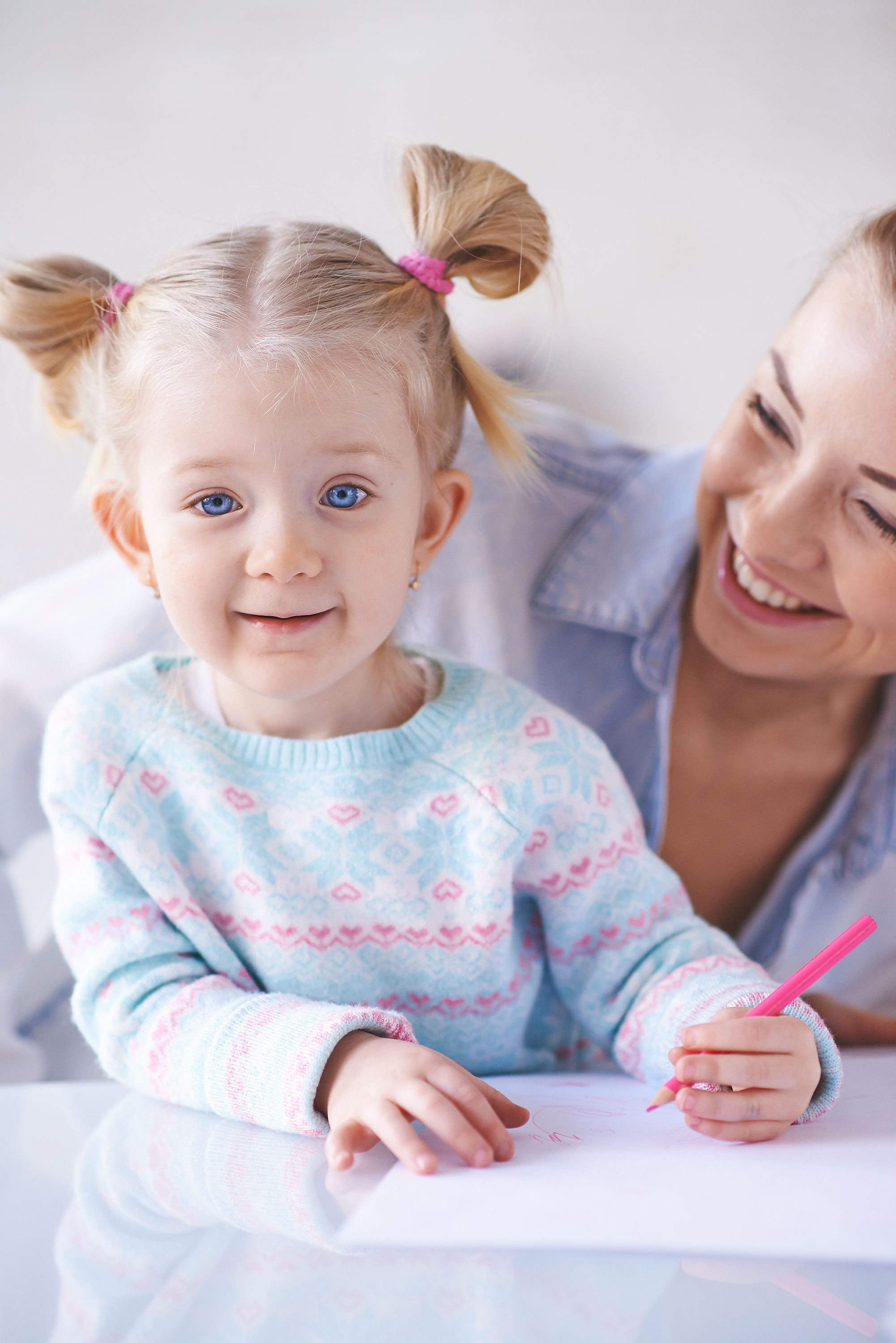 graphicstock-happy-little-girl-with-crayon-and-her-mother-near-by_SXNTpk_fEZ.jpg