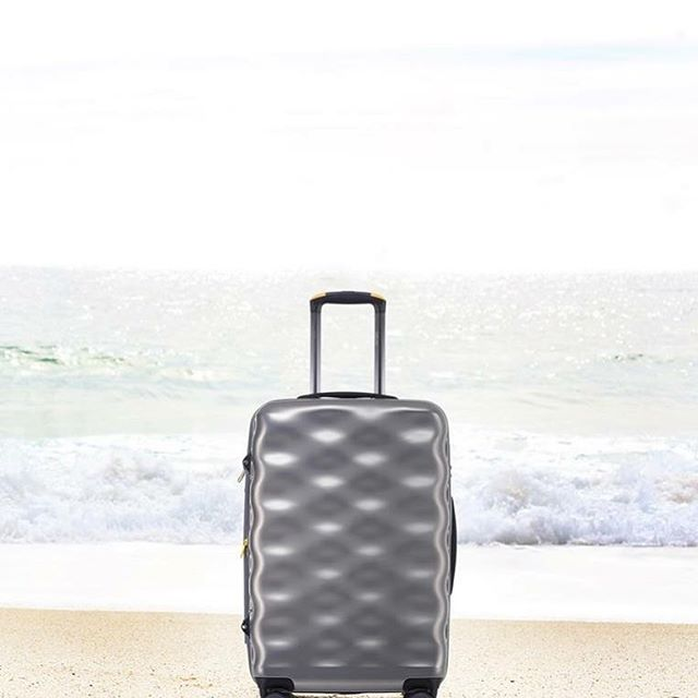 Summer is here, and so are summer holidays! Travel with the #nationalgeographic Dune range and embrace the change. Made from recycled iPET plastic from post consumer plastic bottles, this case is great for your travels, and the environment!