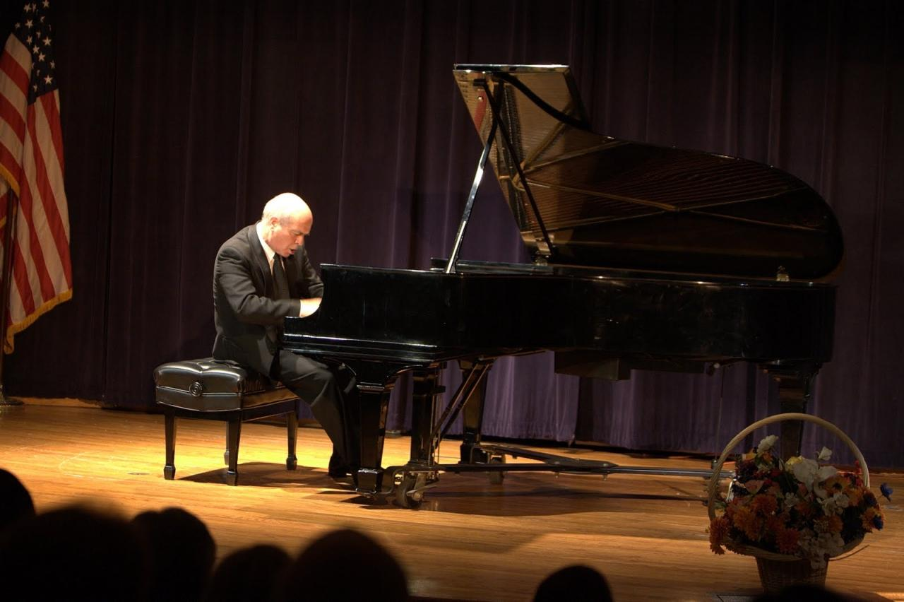 2009 1 Enrique_Graf_recital_1.7161313_large.JPG
