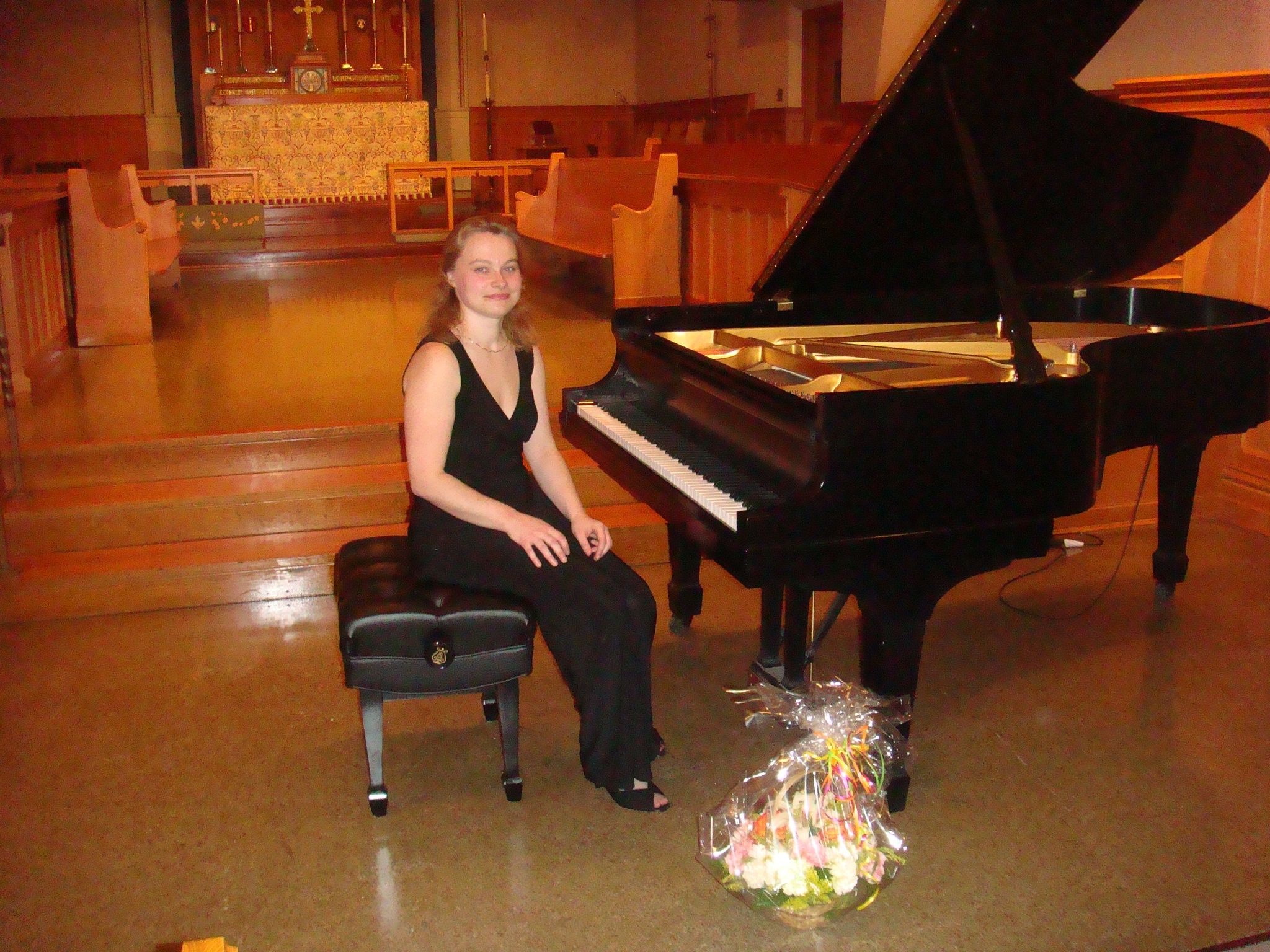 2008 3 luba_concert by piano 2008.JPG