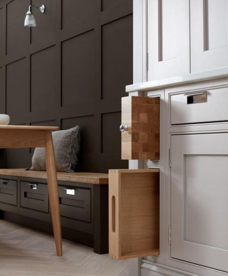 ovolo-classic-beaded-bespoke-kitchen-oak-serving-tray.jpg