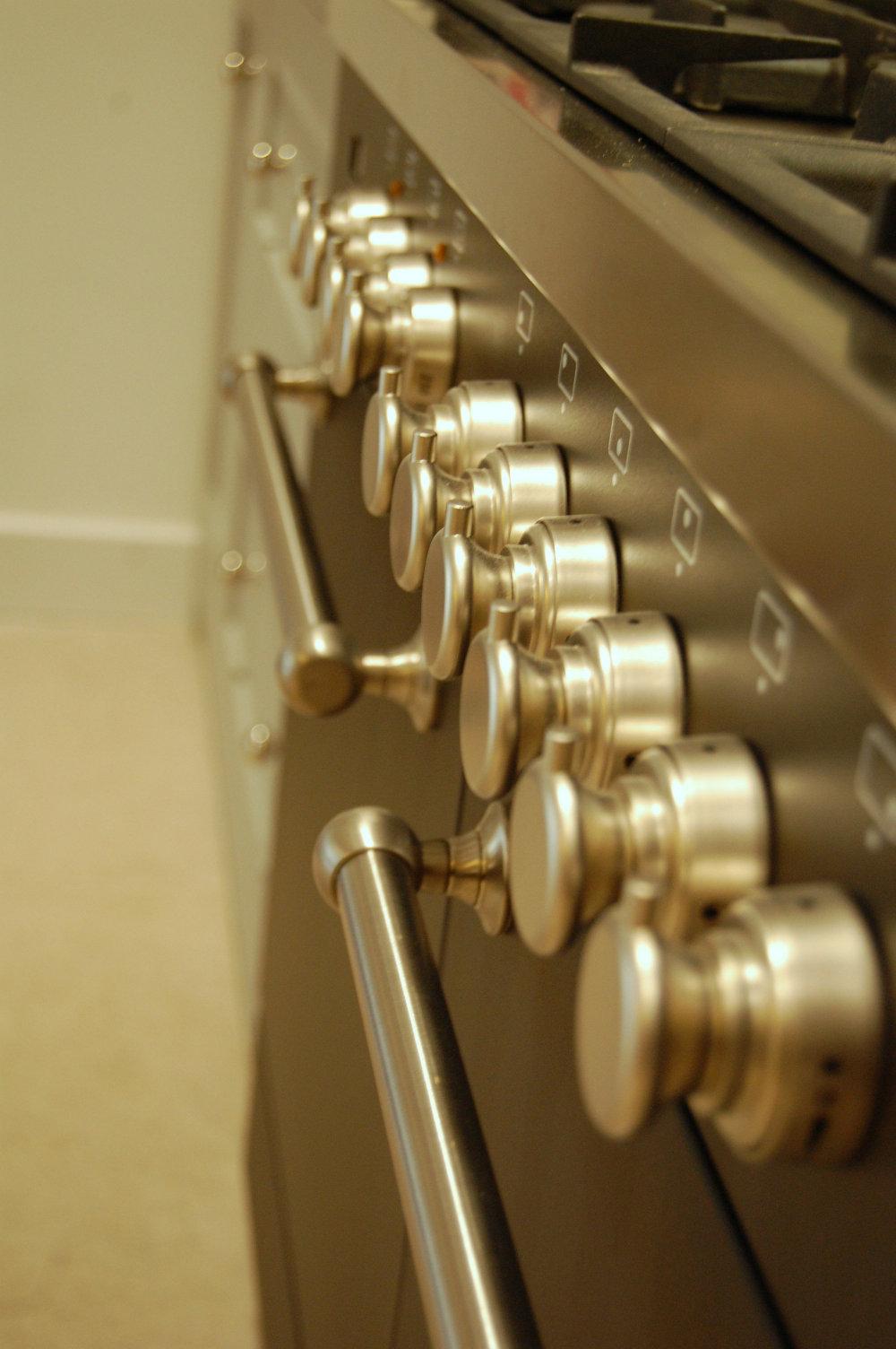 range-cooker-in-bespoke-kitchen.jpg