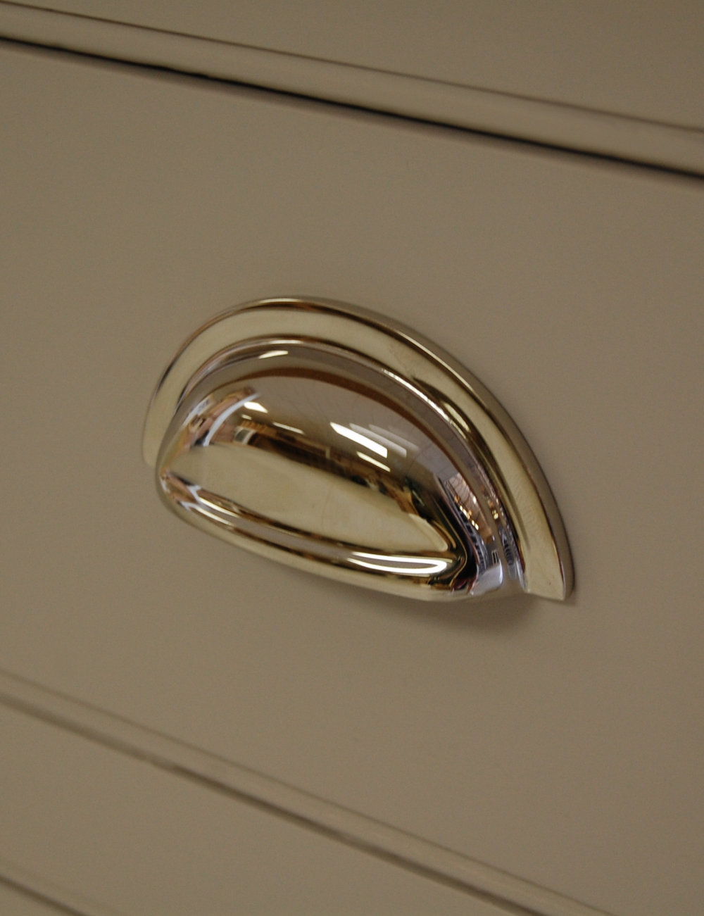polished-chrome-cup-handle-in-bespoke-kitchen.jpg