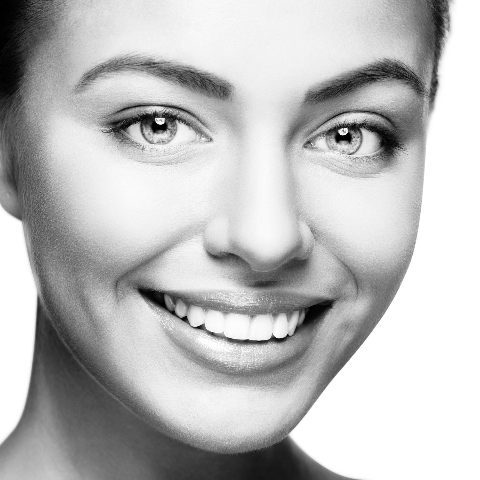 Bielenie zubov - Najmodernejší proces. Bezbolestné a jemné ošetrenie. Aj v sobotu! Dajte svojim zubom u nás nový jas!