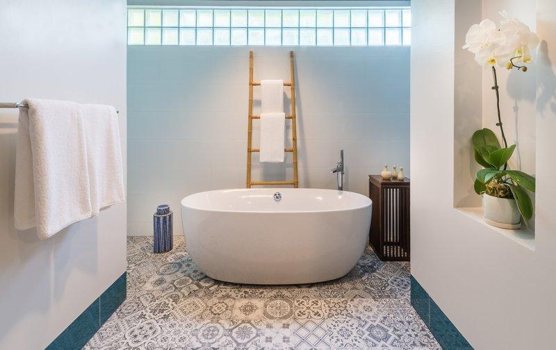 deluxe_suite_-_bathroom_1_p.jpg