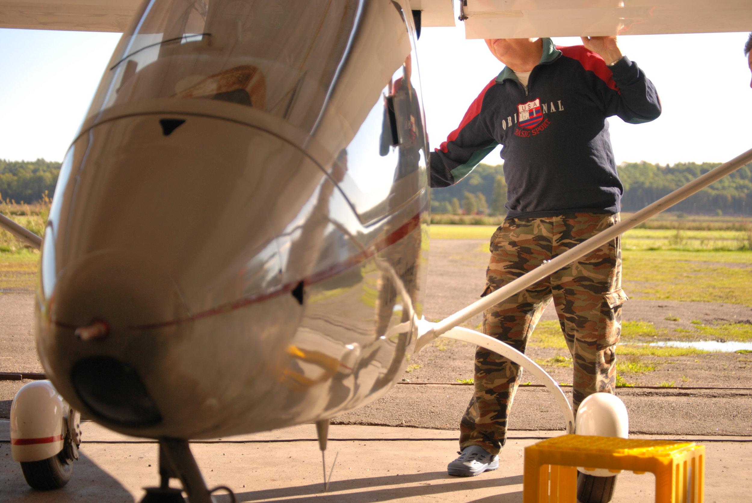2010 FLYTRENING JARLSBERG LN YSC AV LISA M ERI 001.JPG
