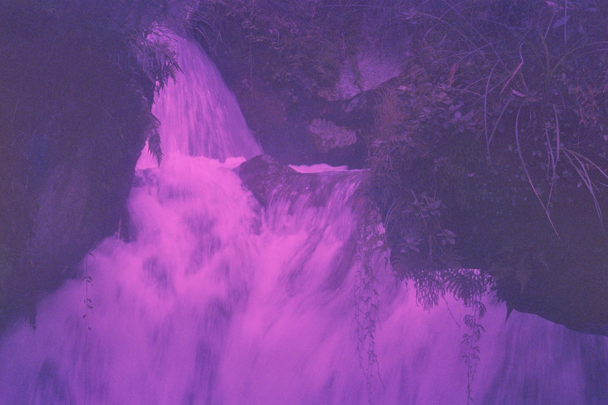 奇幻的瀑布照
