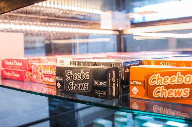 Grab you some @cheeba_chews 🔥 tonight 7pm @coloradoharvestco (Broadway) for🎬Movie Night🌌 Thursday with @rideloopr 🚐♾💨 ... 📸 by: @coloradoharvestco