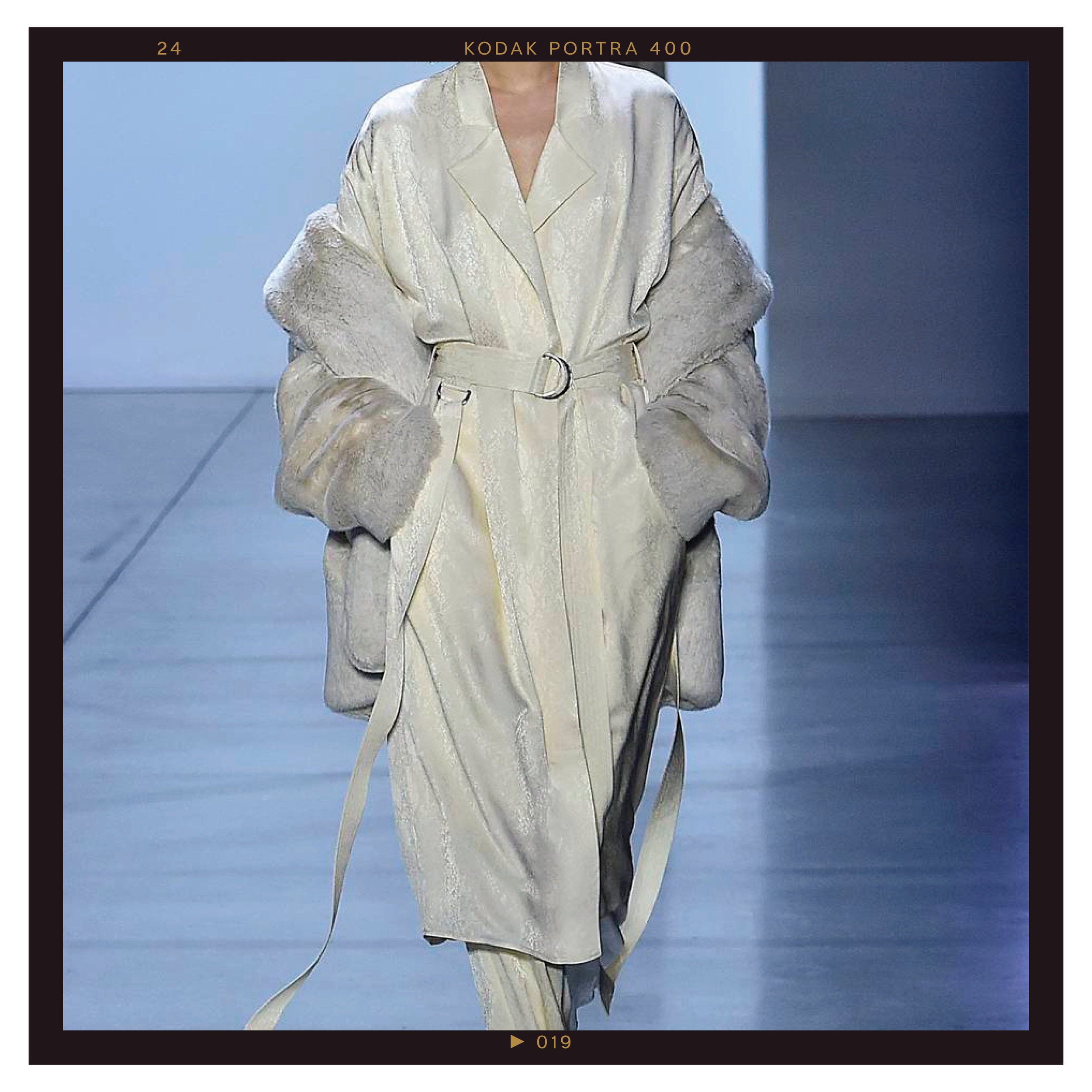 Vanilla Custard - Every shade of beige is still all the rage for fall and winter 2019. On the runways, we were particularly drawn to a sophisticated, soft white-toned beige, which Pantone has named Vanilla Custard. Wear the hue in loose and languid layers.