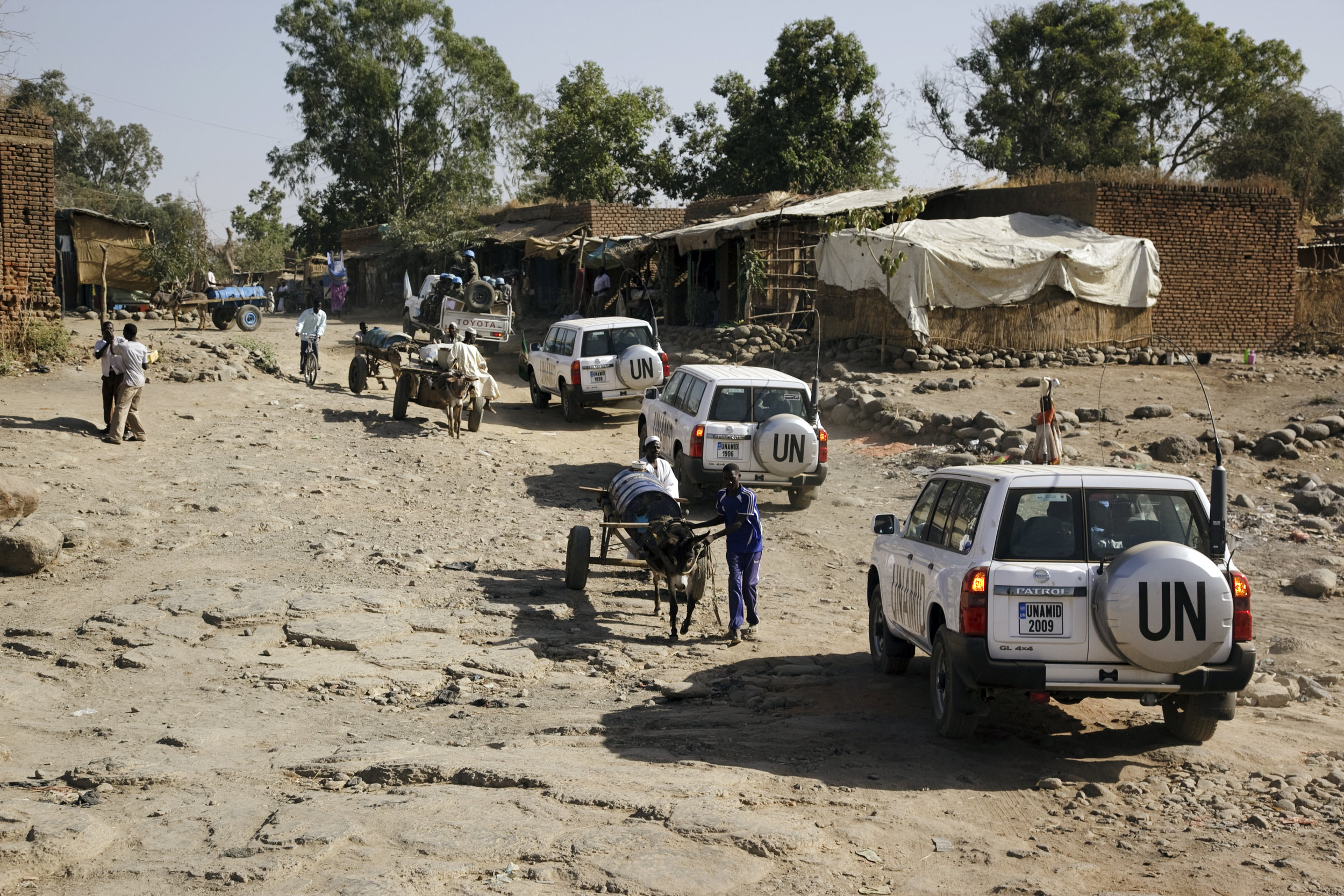 UN Mission in Darfur motorcade travels through a village. 14 February 2010 I Sudan  © UN Photo/Albert González Farran