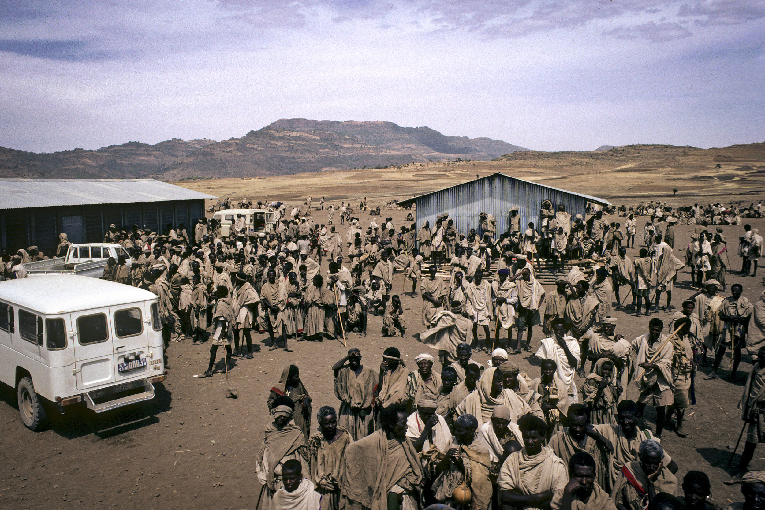 Refugees waiting for food distribution at the Ebinat refugee camp in Gondar Province. 01 January 1983 I Ethiopia  © UN Photo/Ian Steele