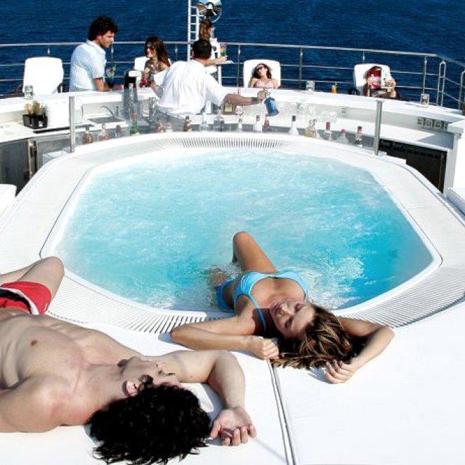 ELEGANT-007-yacht-jacuzzi-2.jpeg
