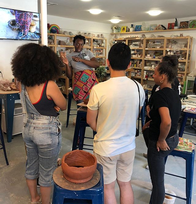 Enjoying my time out here in Los Angeles crafting community with the amazing members, friends, & neighbors of POT Studio (@pot_la ) ! . . . . . . #peopleofcolorpeopleofclay #craftingcommunity #clayisforeveryone #sociallyengagedcraft #coilbuilt #collaborativeceramics #communitypottery #handmadepottery #blackpotter #poctery #womenpotters #claylife #phillyartist