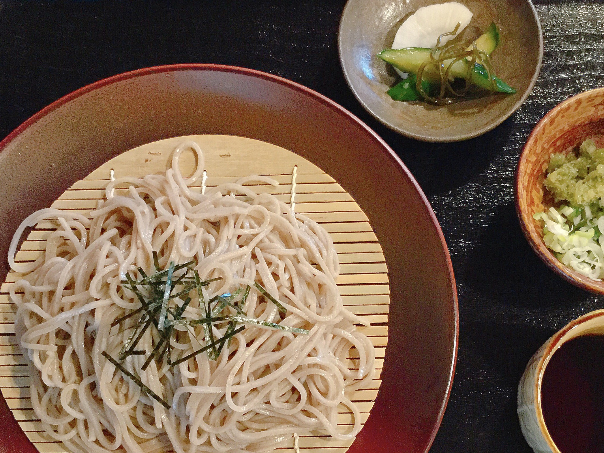 椿屋陶芸館 自家製椿オイル入りのざる蕎麦