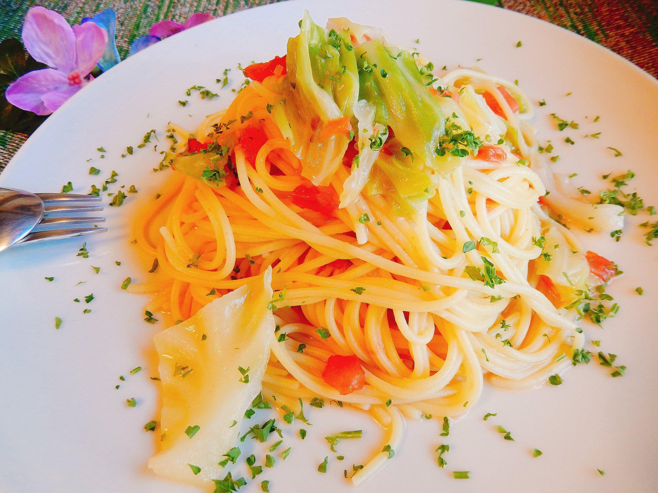 與左エ門の「キャベツとトマトとアンチョビのスパゲッティ」