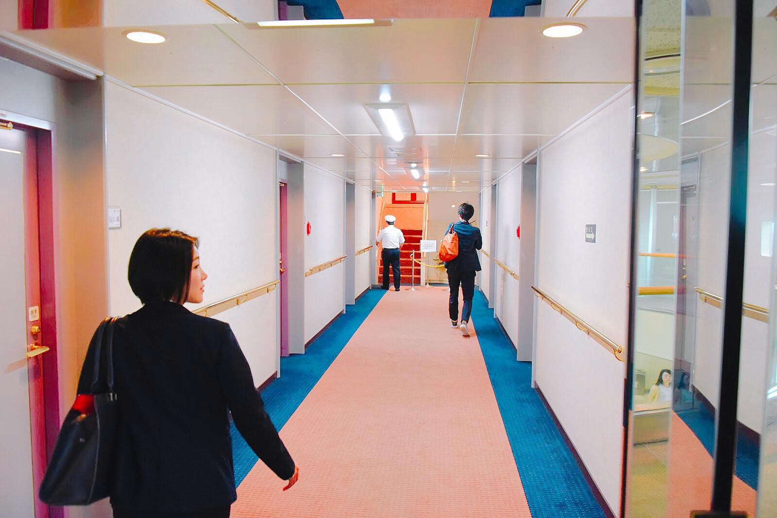 スイートルームへの廊下