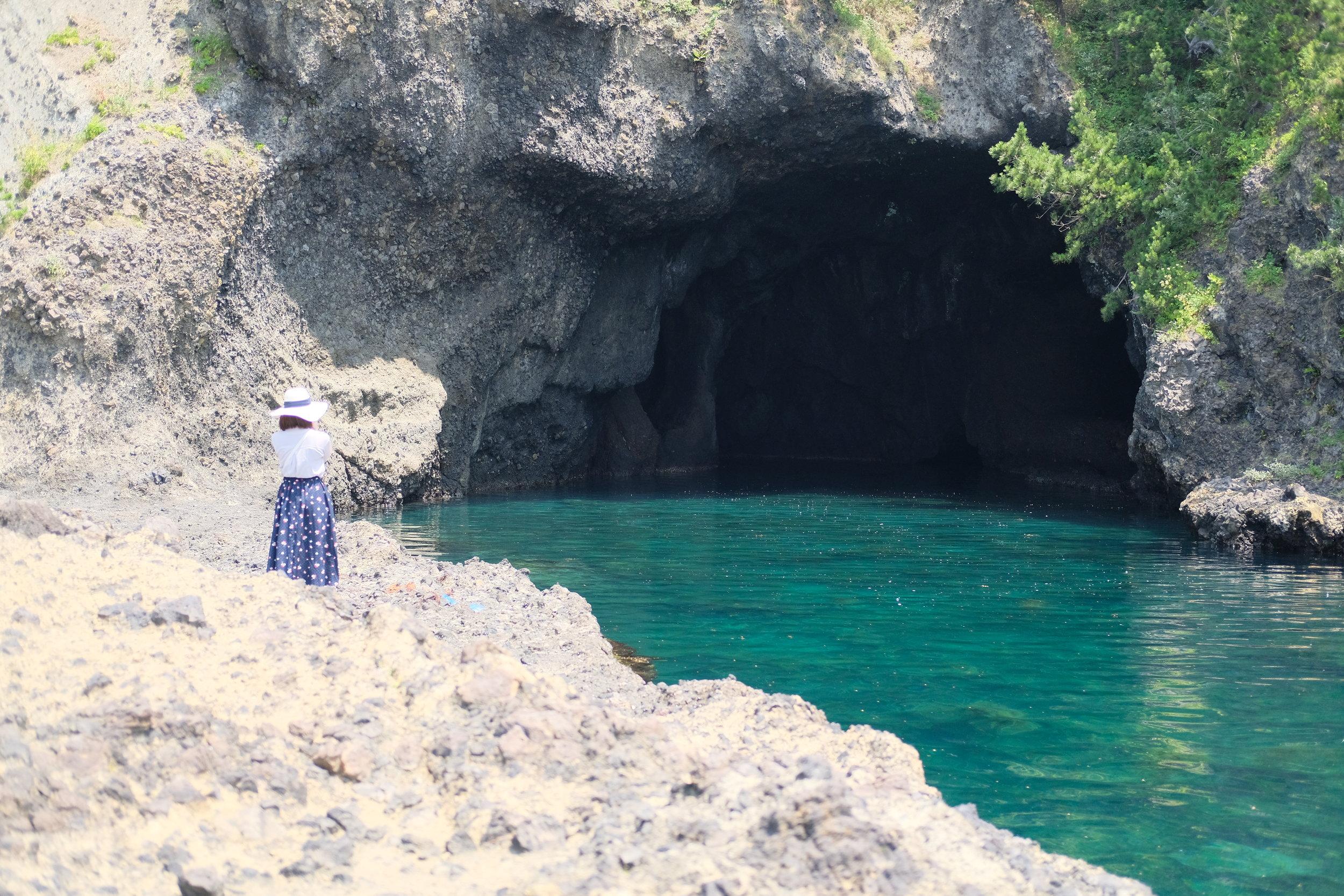 通称「青の洞窟」