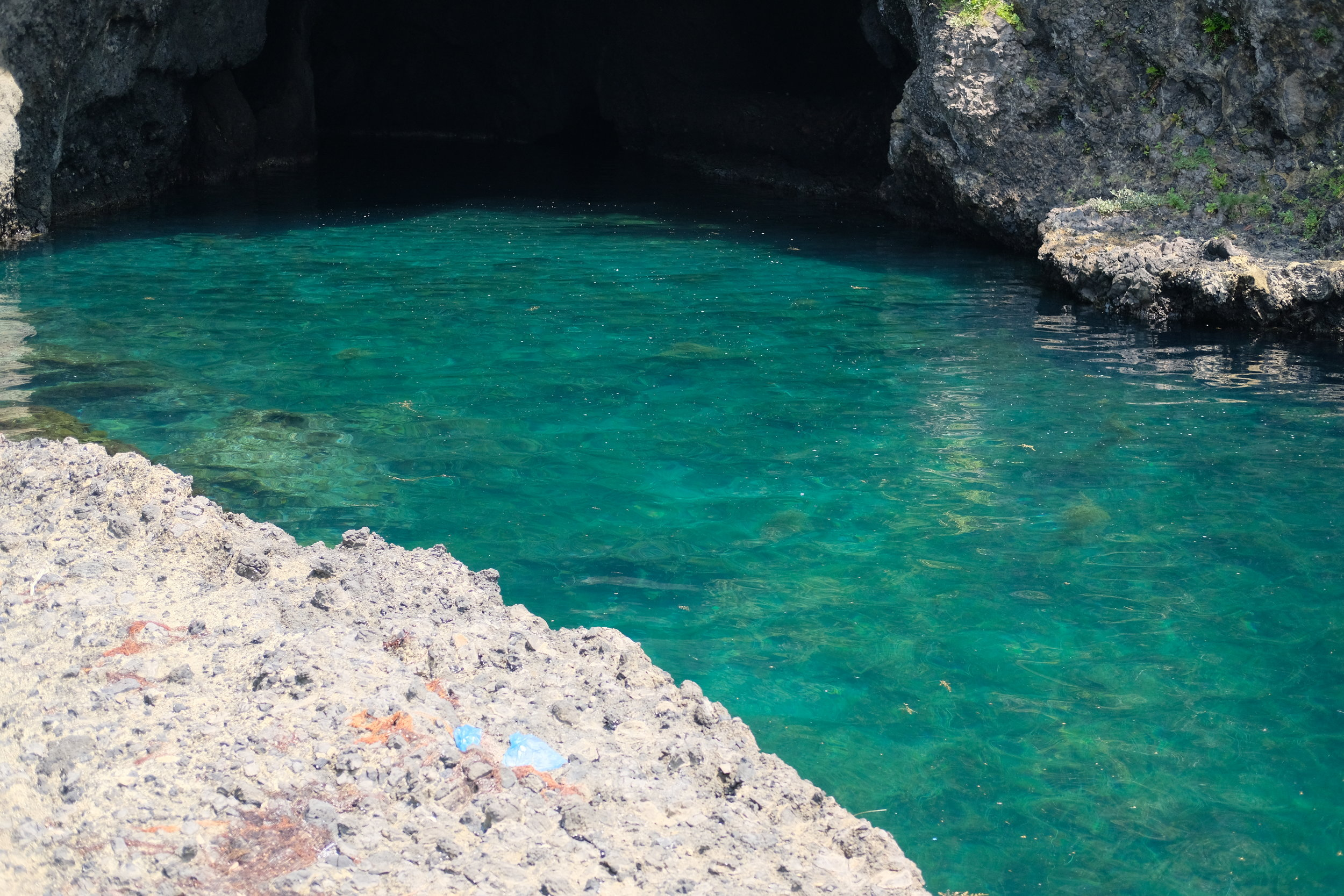 青の洞窟は透明度抜群です