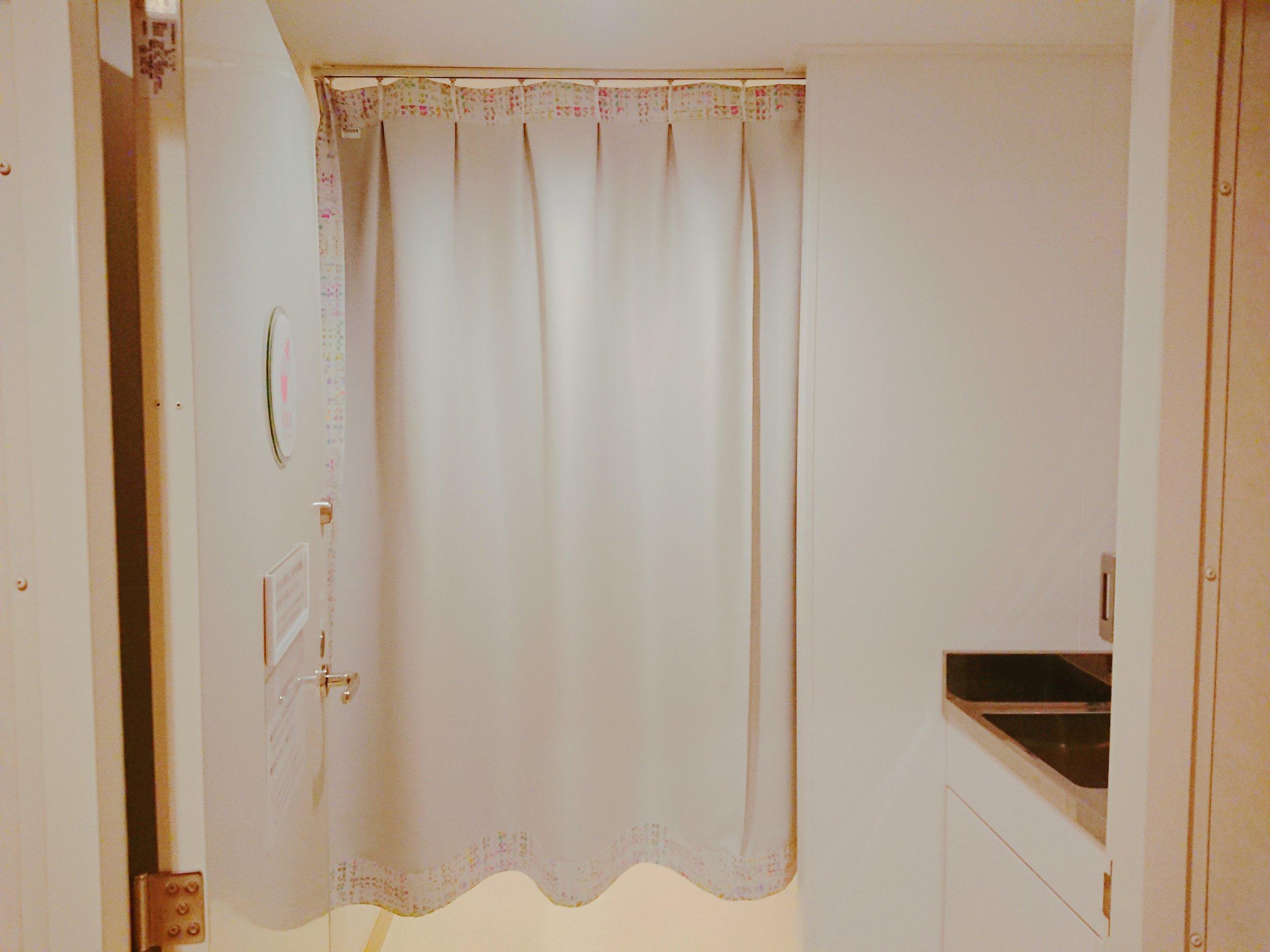 授乳室はカーテンで仕切っているので、安心。
