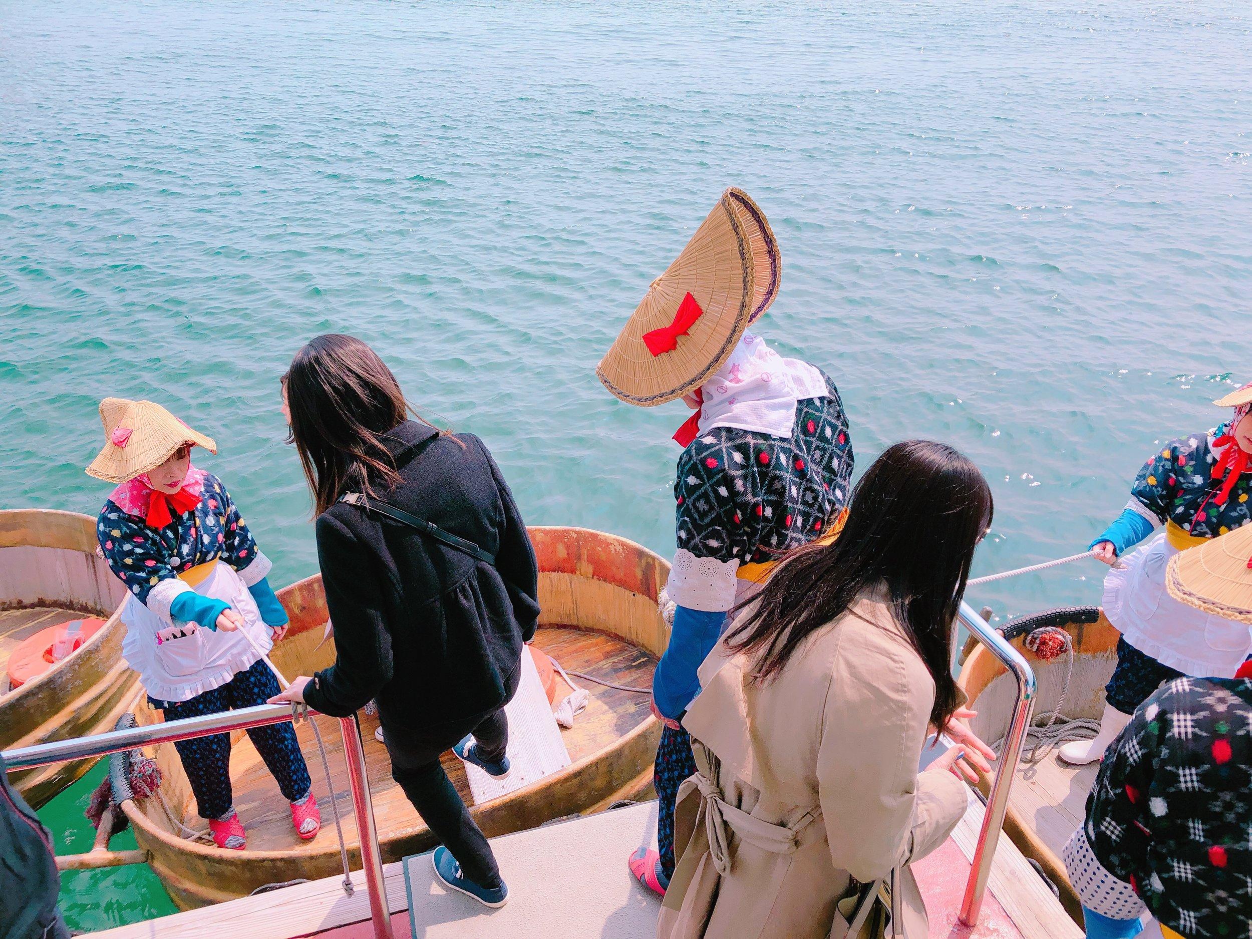 乗船時の様子 女性船頭さんの着ている洋服が可愛い~!