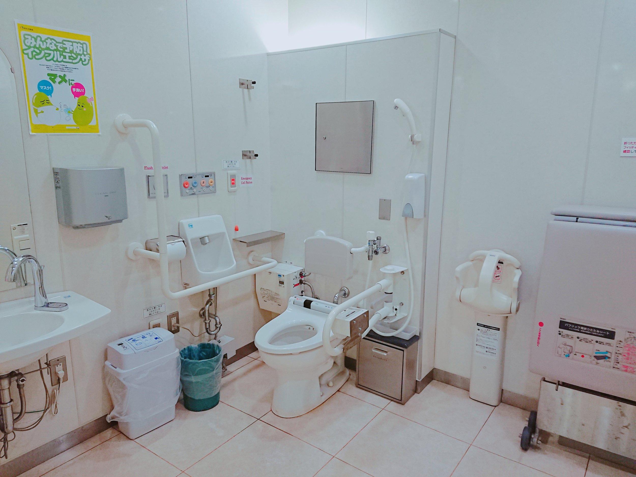 多目的トイレは広くて清潔です