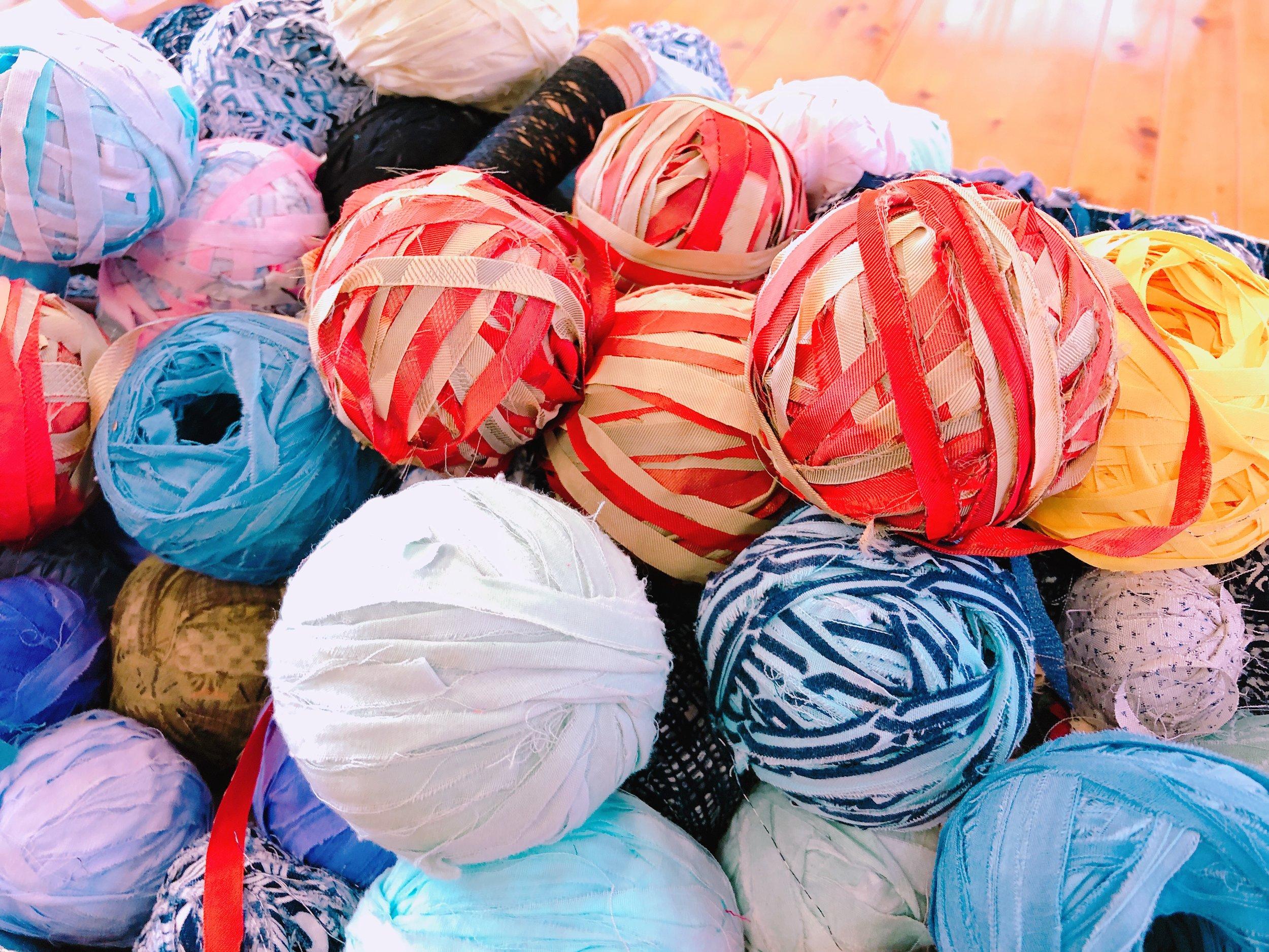 いろんな色・柄があっておしゃれな織物が作れそう!