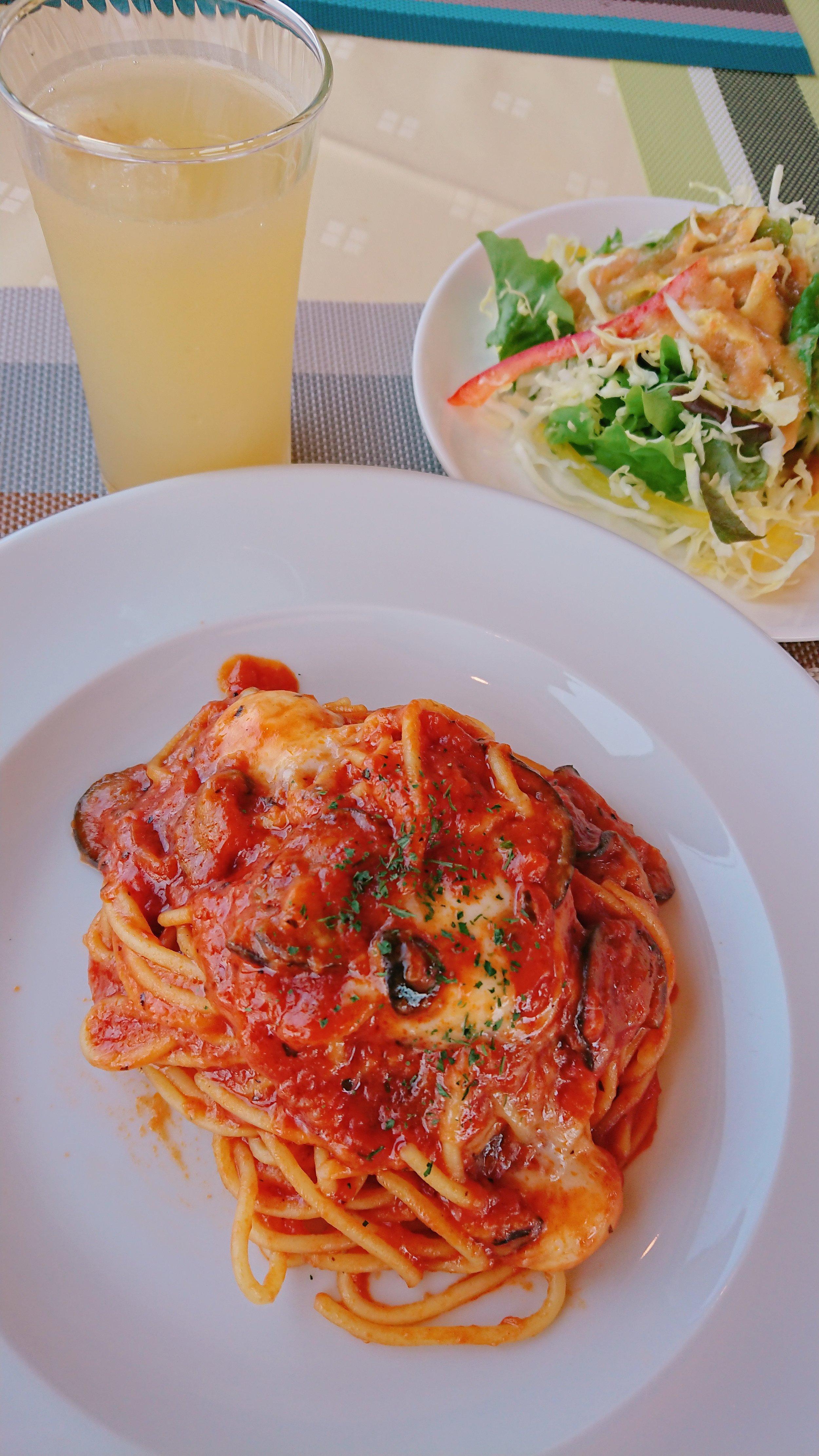 モッツァレラ感がすごい、トマトソースとモッツァレラのチーズパスタ(米粉丸麺)