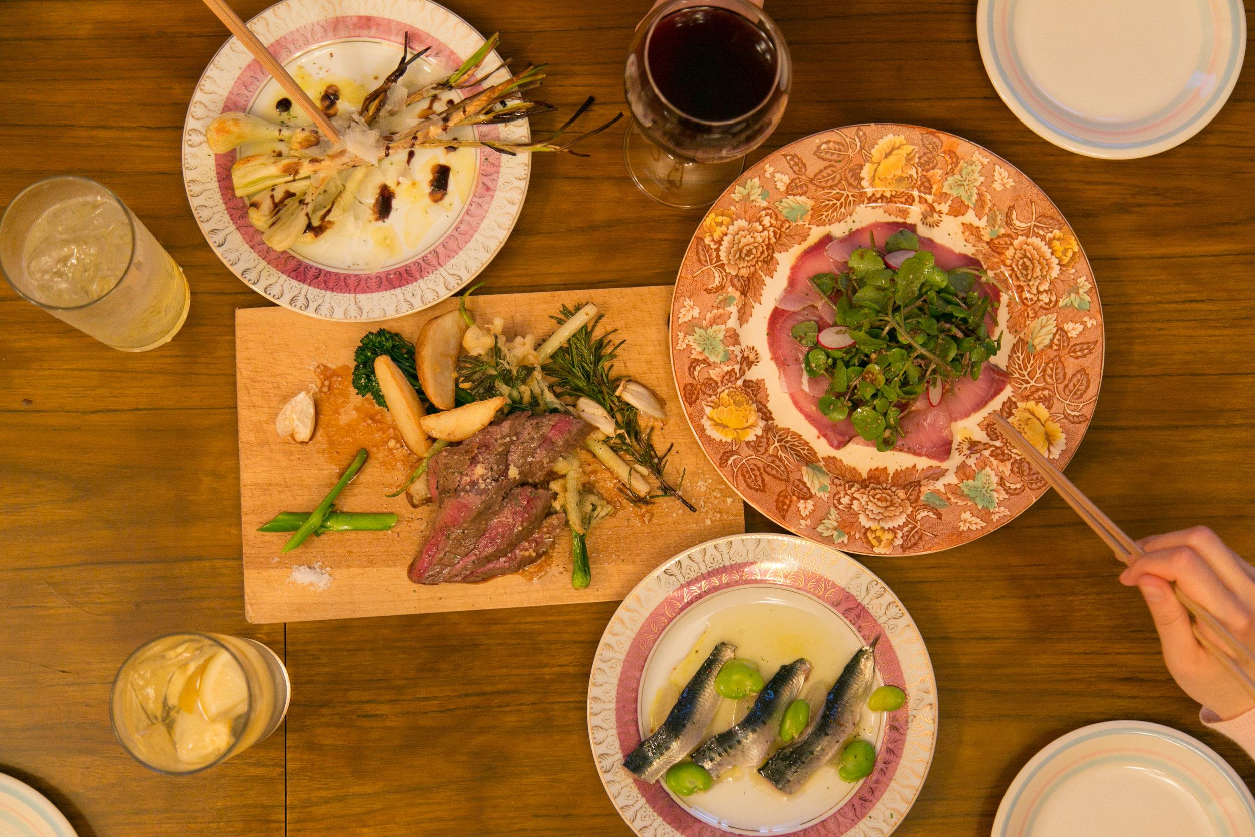 「夕食堂」の彩り鮮やかな料理